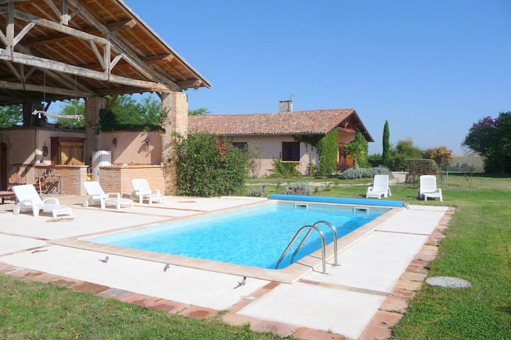 """Holiday house close to the """"pink city"""" of Toulouse."""