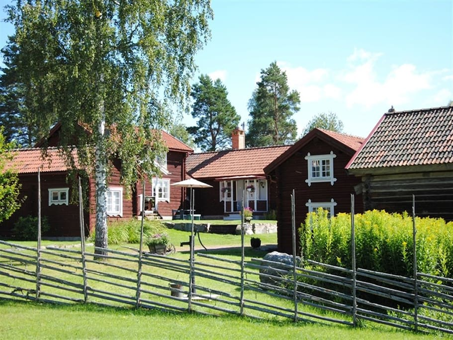 "Ekgården - a very unique and special ""Dalagård"" (small group of cottages)"