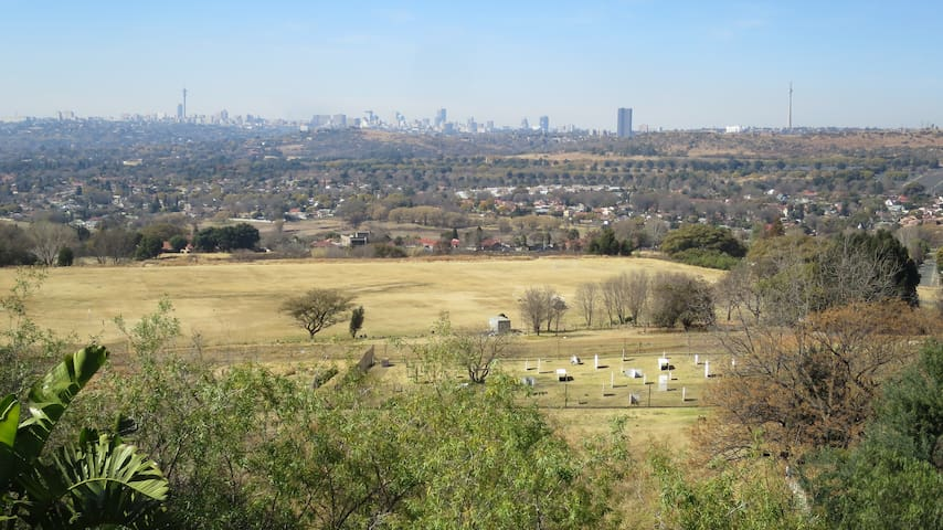 With a perfect view of Johannesburg in a newly renovated house, providing quiet, secluded self-catering accommodation for you to enjoy.