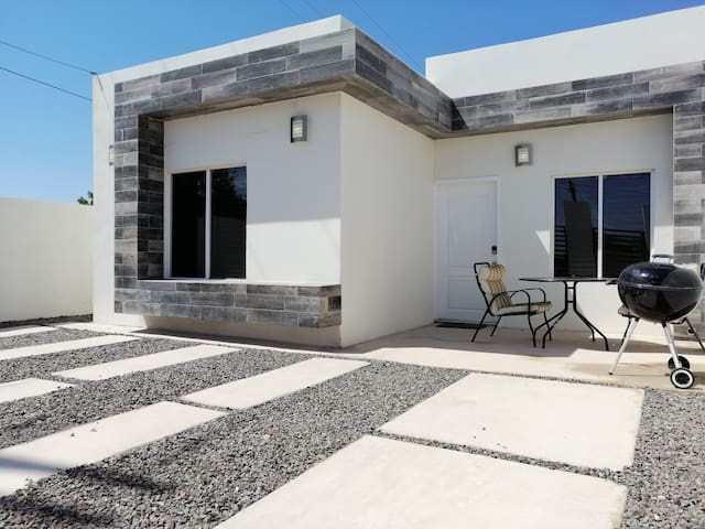 Stunning Modern Home/ Long-term rental available