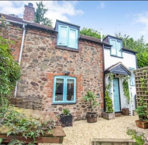 Cottage on the Malvern Hills with Private Garden