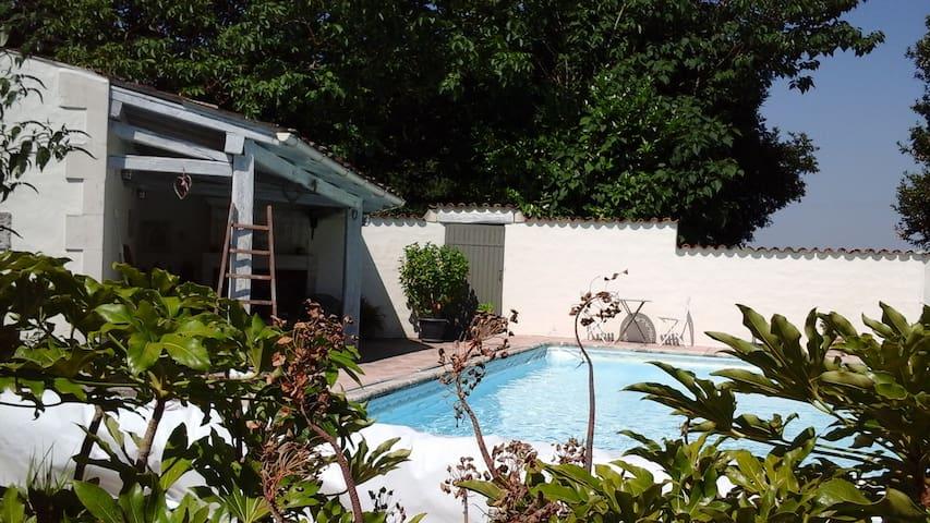 Gite Charentais de 140 m2 dans parc avec piscine