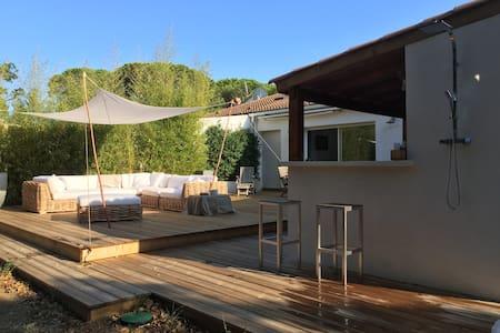 Grimaud Maison de charme piscine 200m de la plage - Grimaud - Haus
