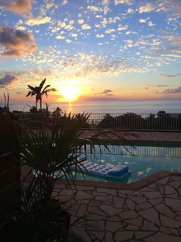 Chambres climatisées avec piscine jardin vue mer