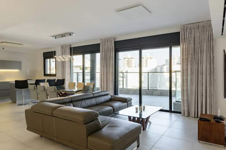 Spacious 4 bedroom apartment in a modern complex