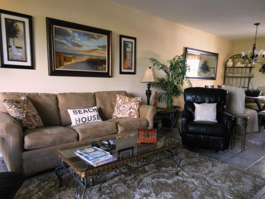 Living Room w/ Recliners