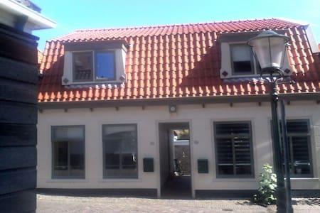 BnB ,hartje Den Burg - Den Burg - Dům