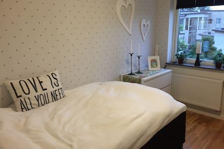 Rum i central och snygg lägenhet - Alingsås