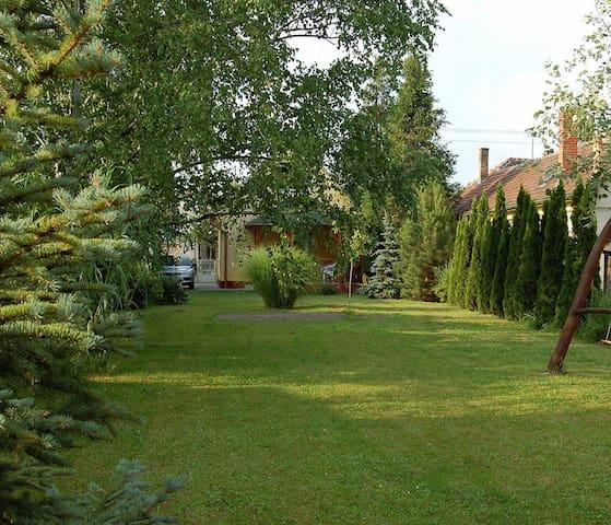 Önálló házikó, nagy zöld kerttel - Balatonboglár - Casa