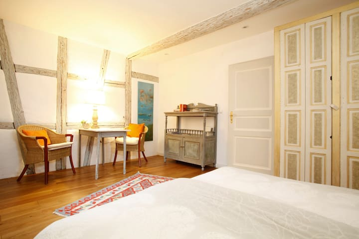 romantic sleeping room, sep. bath  - Sommerach - Bed & Breakfast
