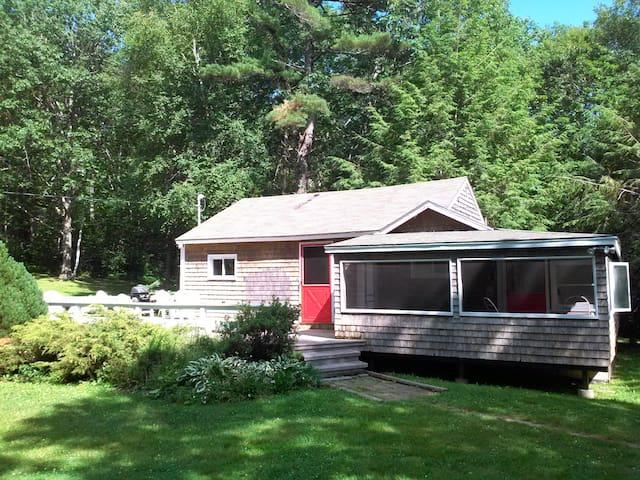 Rustic Cabin on Chikawaukie Pond - Rockport - Haus