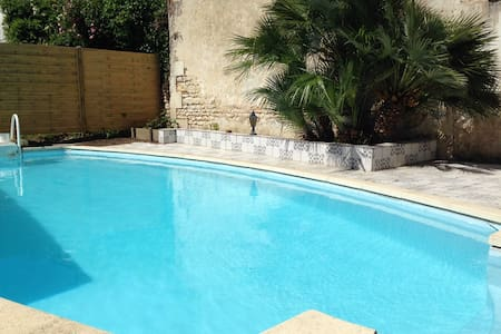 Maison individuelle avec piscine - Saint-Romain-de-Benet