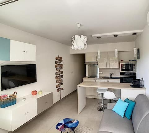 Modern and quiet studio located 1mn from the beach