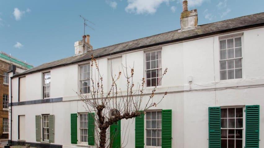 Puntsman Cottage within city walls - Canterbury - Huis