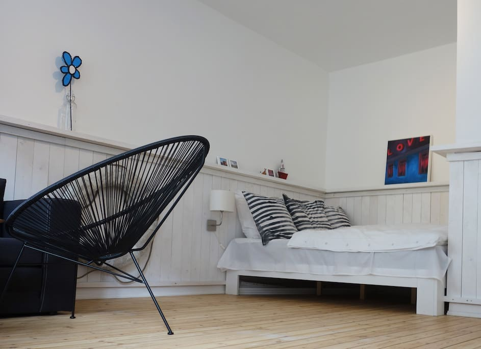 niedliches helles hafenloft lofts for rent in hamburg hamburg germany. Black Bedroom Furniture Sets. Home Design Ideas