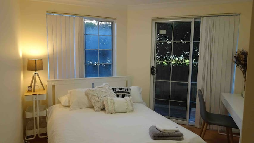 Private room in Trendy West Perth Apartment