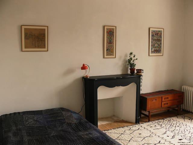 Chambre lumineuse au centre - Douarnenez - Huis