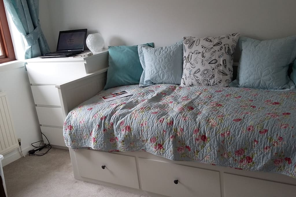 Day bed which pulls out to use as a double bed