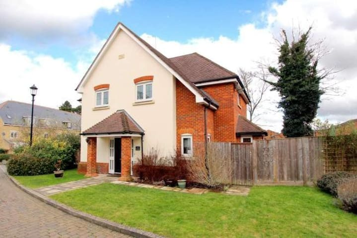 Double room in 4 bed detached house - Tring - Casa