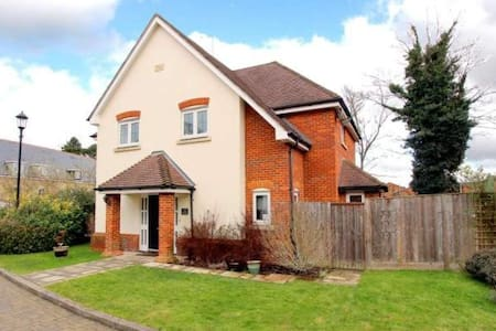 Double room in 4 bed detached house - Tring - Дом