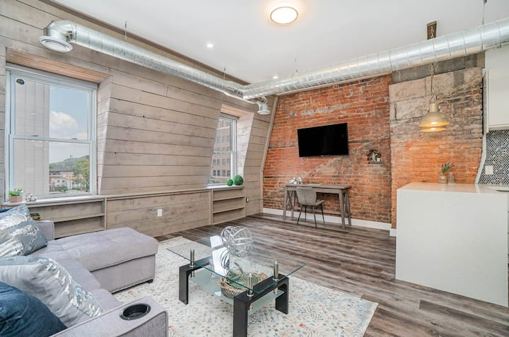 Loft-Style Apartment in the heart of Hamilton