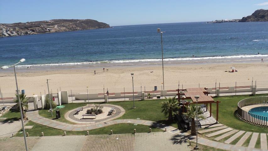 Departamento salida directo a playa La Herradura.