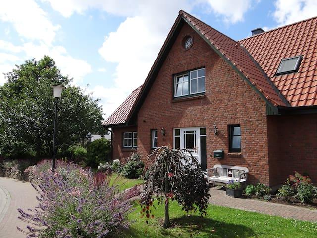 Bloomhuus; Doppelhaushäfte 86qm-ideal für Familien - Eckernförde - Apartemen