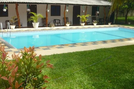 Sunrise Holiday Resort with pool - Habarana