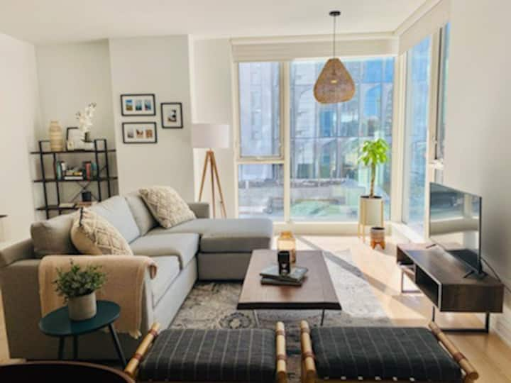 High Style in San Francisco's SOMA - 2Br/ 2Ba