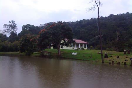 Aluga-se casa em sítio - Guararema - Casa
