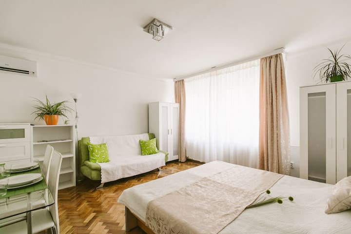 Fully equipped & sunny flat, WIFI - Budapest - Apartment