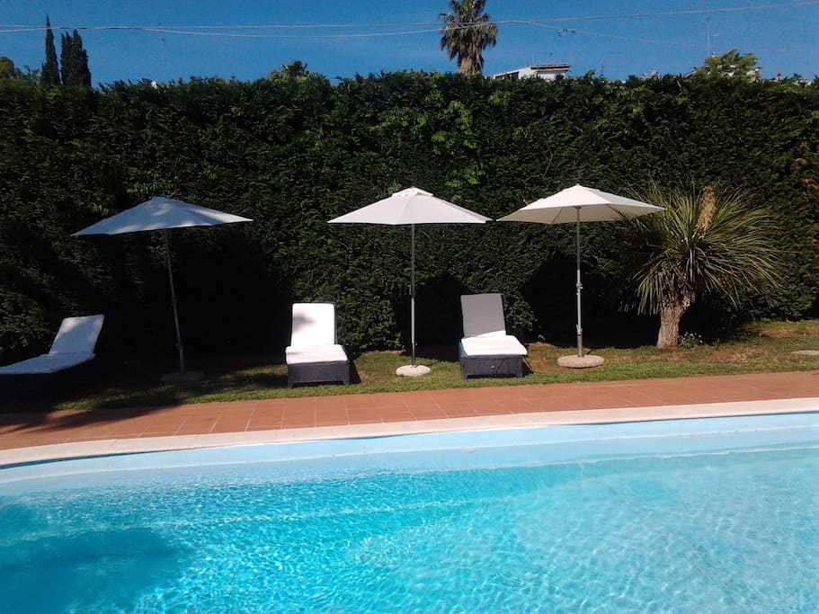 B b with outdoor pool bed breakfasts for rent in lecce for Outdoor pool bed
