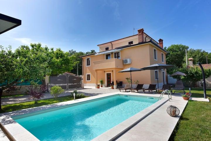 Villa Aromatica