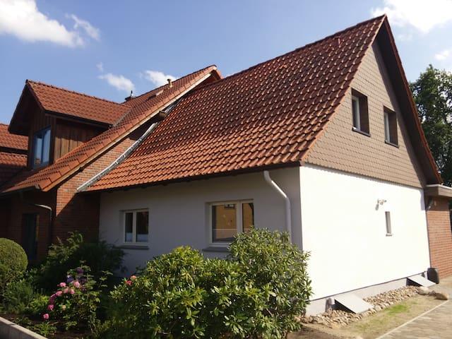 Zimmer lll (2 Betten) in kleinem Haus - Gifhorn - Hus