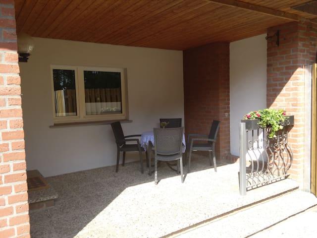 Zimmer lll (2 Betten) in kleinem Haus - Gifhorn - House