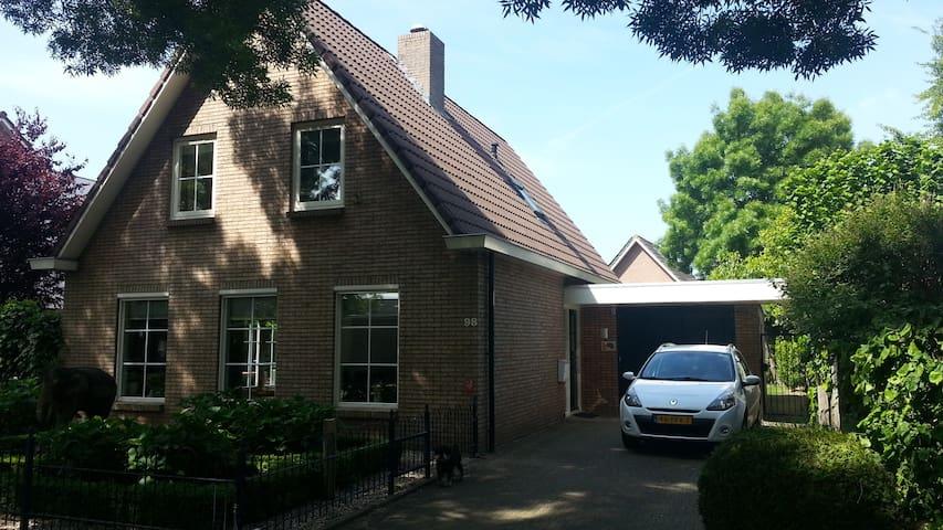 Vrijstaande woning - Beneden-Leeuwen - House