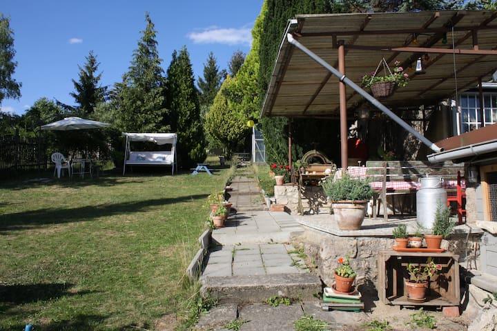 Haus mit großem Garten am Ilmradweg