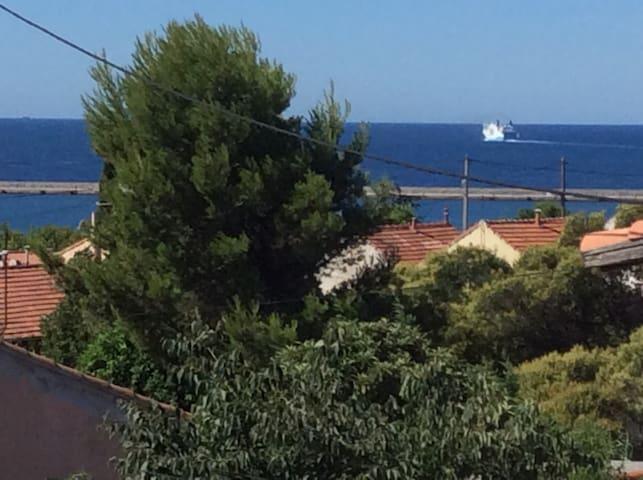Chambre dans Maison- vue sur la mer