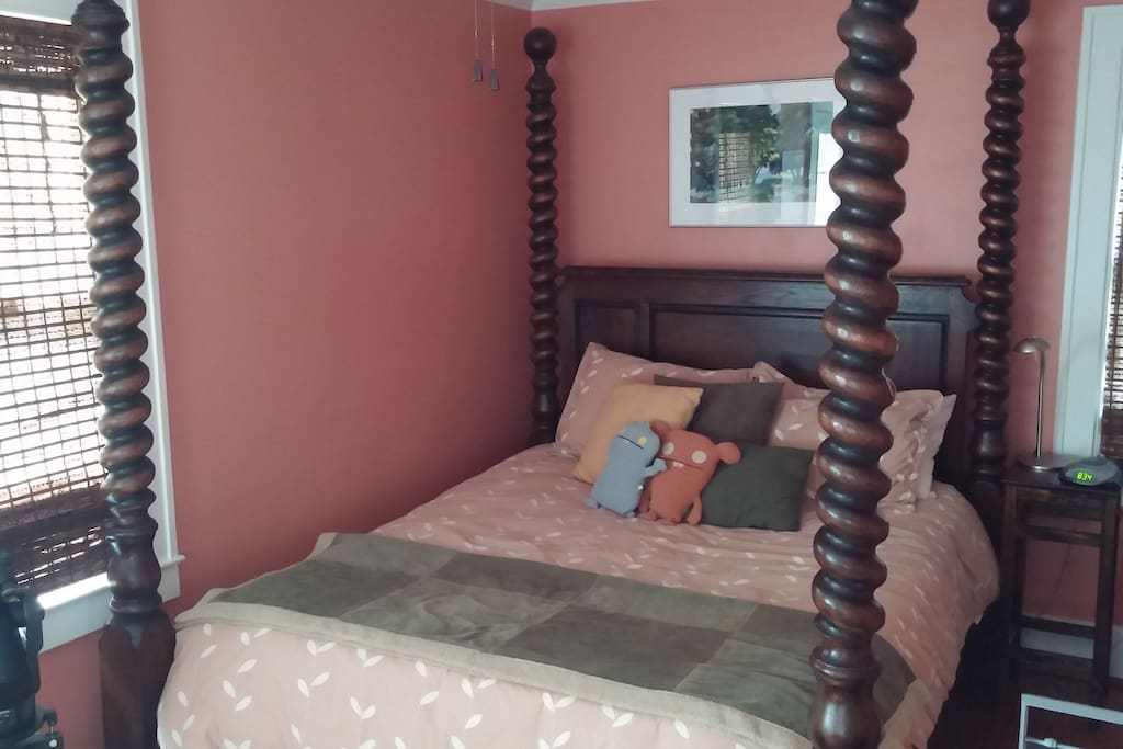 Private upstairs tree bedroom houses for rent in royal for 7 bedroom house for rent in michigan