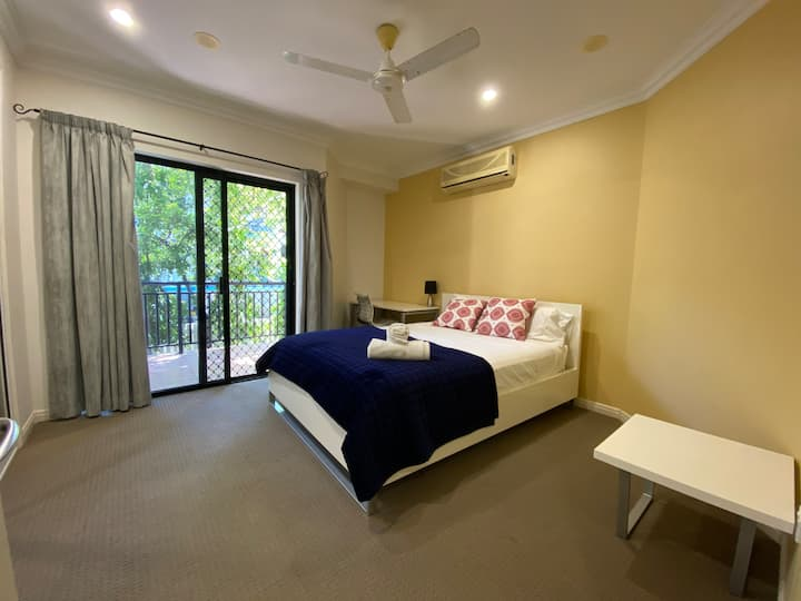 Lighthouse The Strand - Spacious 3 bedroom Apt.