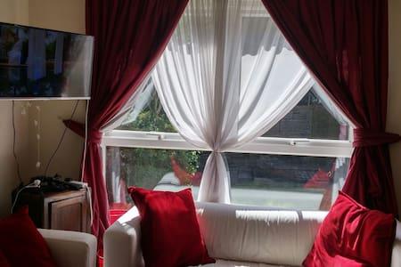 3 bedroom house in quiet area - Pinner