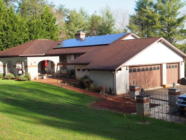 Ridgeway Terrace Villa - Weaverville - บ้าน