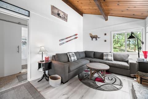 Red Door Retreat- Cute & Cozy 2 Bed 1 Bath-No Pets