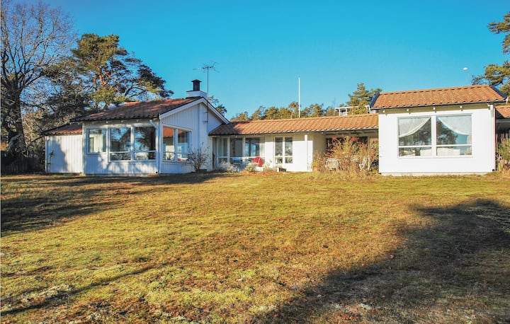 Holiday cottage with 2 bedrooms on 78m² in Rockneby