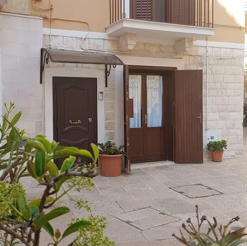 """GALLINA18 - dormi in un """"sottano"""" a Bari Vecchia"""