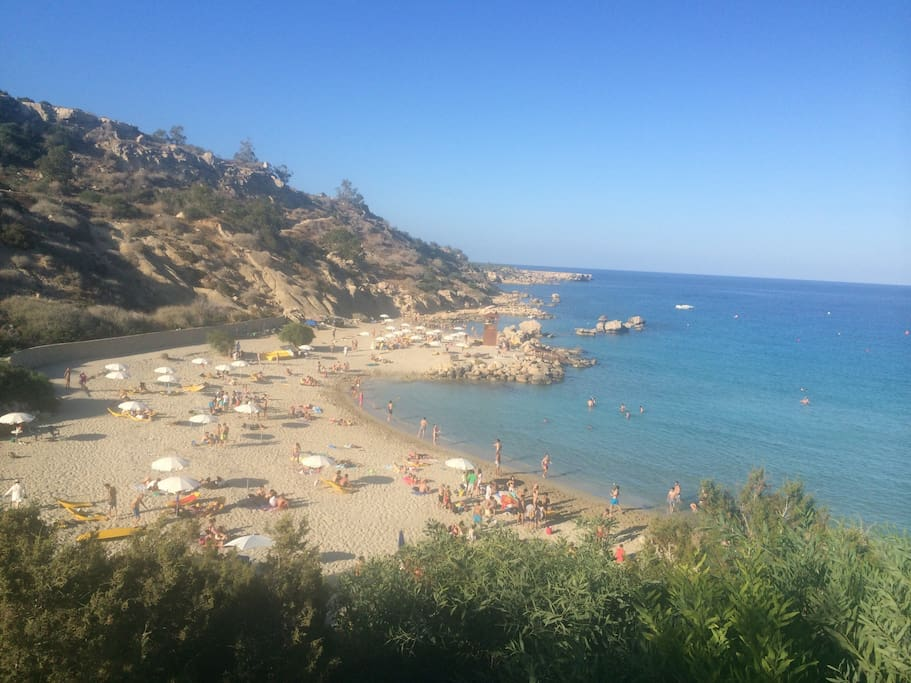 8-10 minutes walk to Konnos Beach