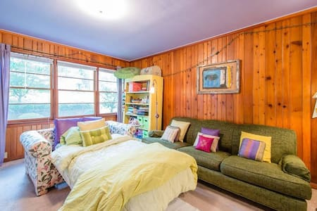 1BR Charming Victorian Room on a Lake - Clarkston