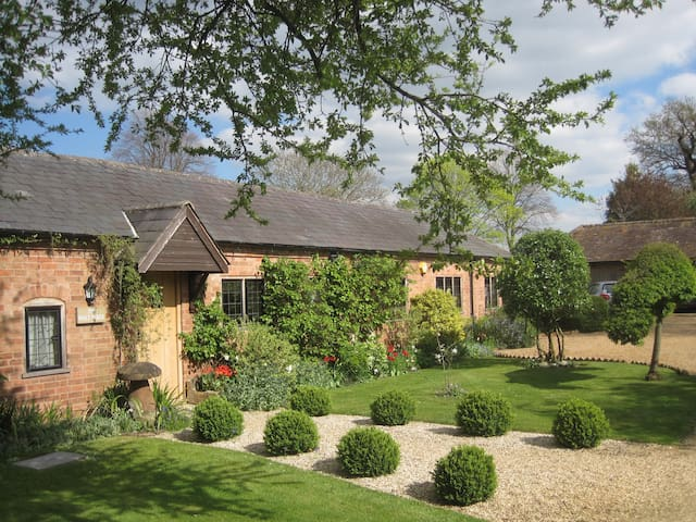 Beautiful grade 2 listed cottage - Charlecote - 獨棟