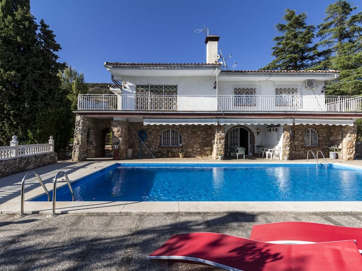 Cottage with pool, large gardens and views