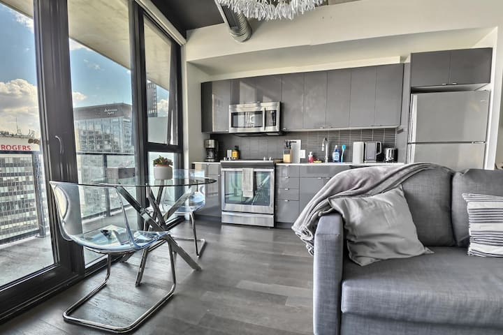 ✭Stylish Glasshouse downtown MTS Centre Exchange✭